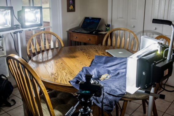 Мы соорудили простую мини-студию прямо на кухонном столе