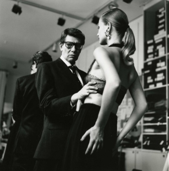 Yves Saint Laurent and Model Karen Mulder. Photo by: Helmut Newton
